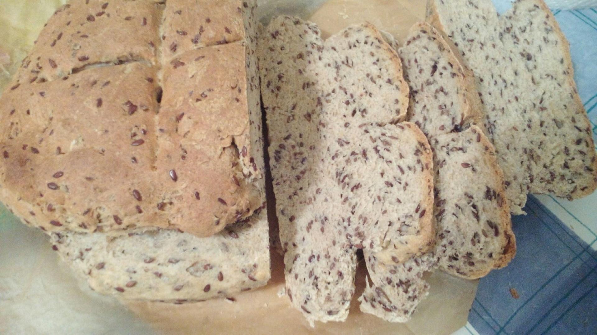 Raženi kruh s lanenim sjemenkama