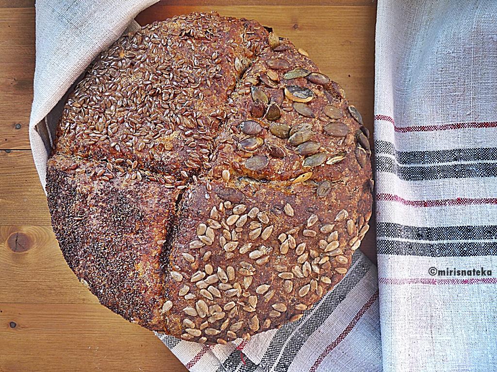 """Kruh koji se ne mijesi – """"No knead bread"""" (sa sjemenkama)"""