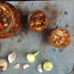 Kimchi – slavonski kupus na koreanski način. Kineski kupus na slavonski način. Puna tegla svega, uglavnom.