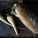 Kruh s pastrnjakom, parmezanom i timijanom