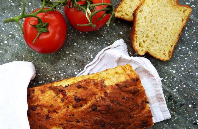 Kukuruzni kruh s palentom i sirom! Mirisna veknica za koju će se tražiti kriškica više!