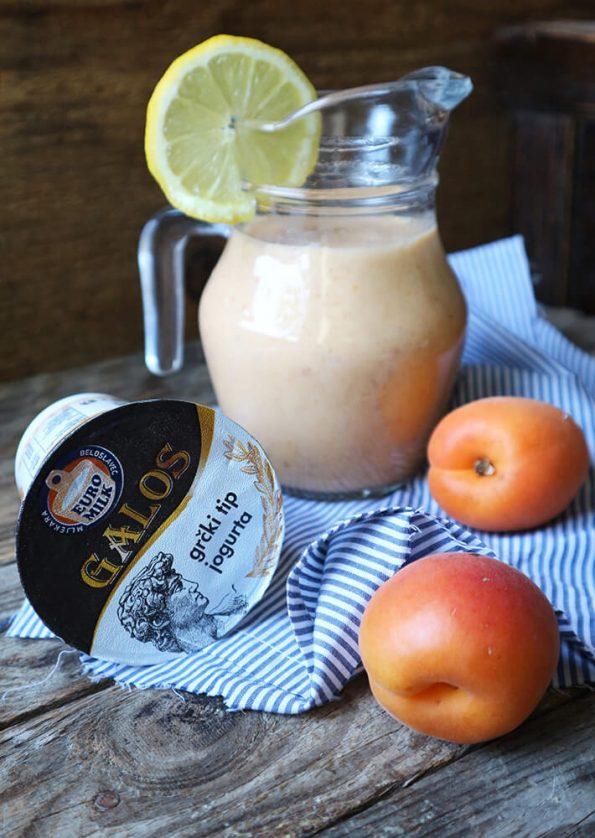 Osvježavajuć, zdrav i hranjiv smoothie od marelica s grčkim tipom jogurta... tko bi mu odolio?