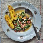 Varivo od blitve, graha i korjenastog povrća s grilanom palentom